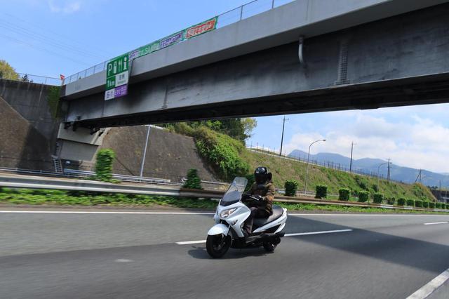 画像1: 150ccのバイクには望めない余裕の高速クルージング