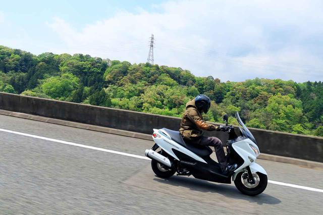 画像2: 150ccのバイクには望めない余裕の高速クルージング