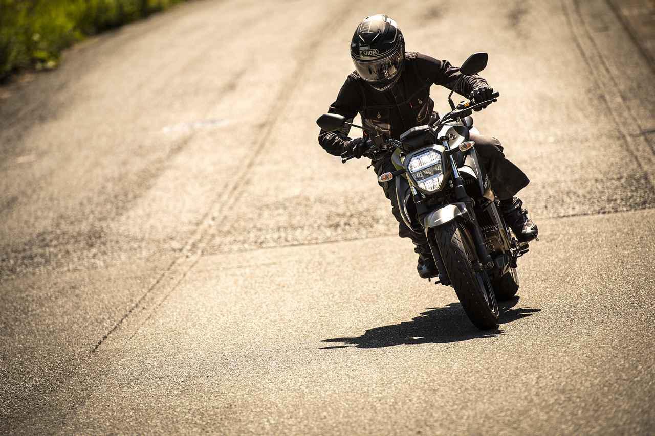 画像: ネイキッド『ジクサー250』の走りが『SF』と全然違う! 軽さでこんなにも印象が違うバイクも珍しい!? - スズキのバイク!