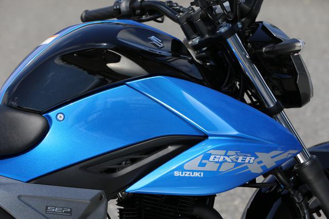 画像: 燃費に異変か……スズキのジクサー150は『新型』になってスペック上の燃費がダウン? 原付二種125ccや250ccのバイクと比べてどう?【SUZUKI/GIXXER 150 試乗インプレ①】