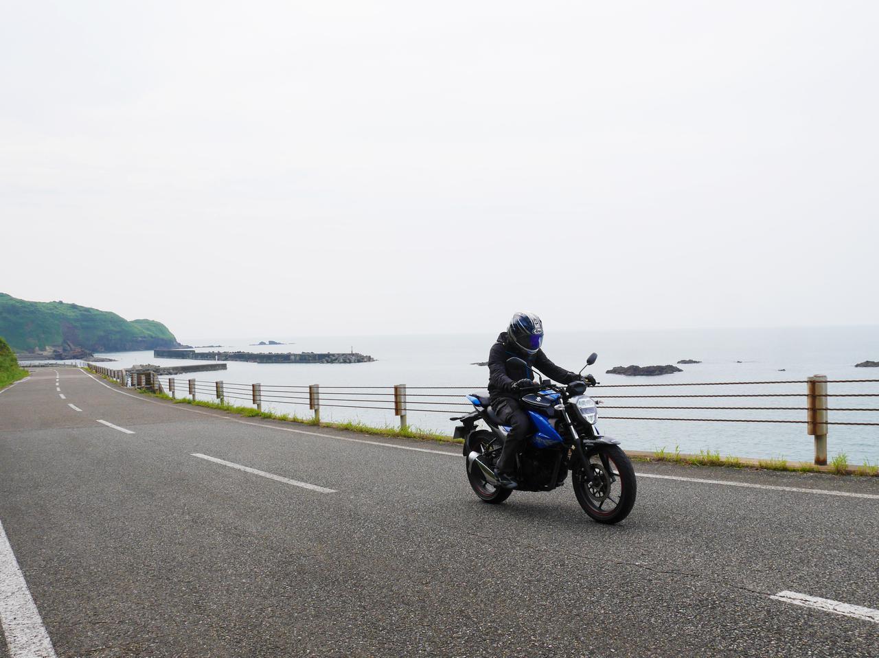 画像3: 日本海まで来てもジクサー150の燃料計は……