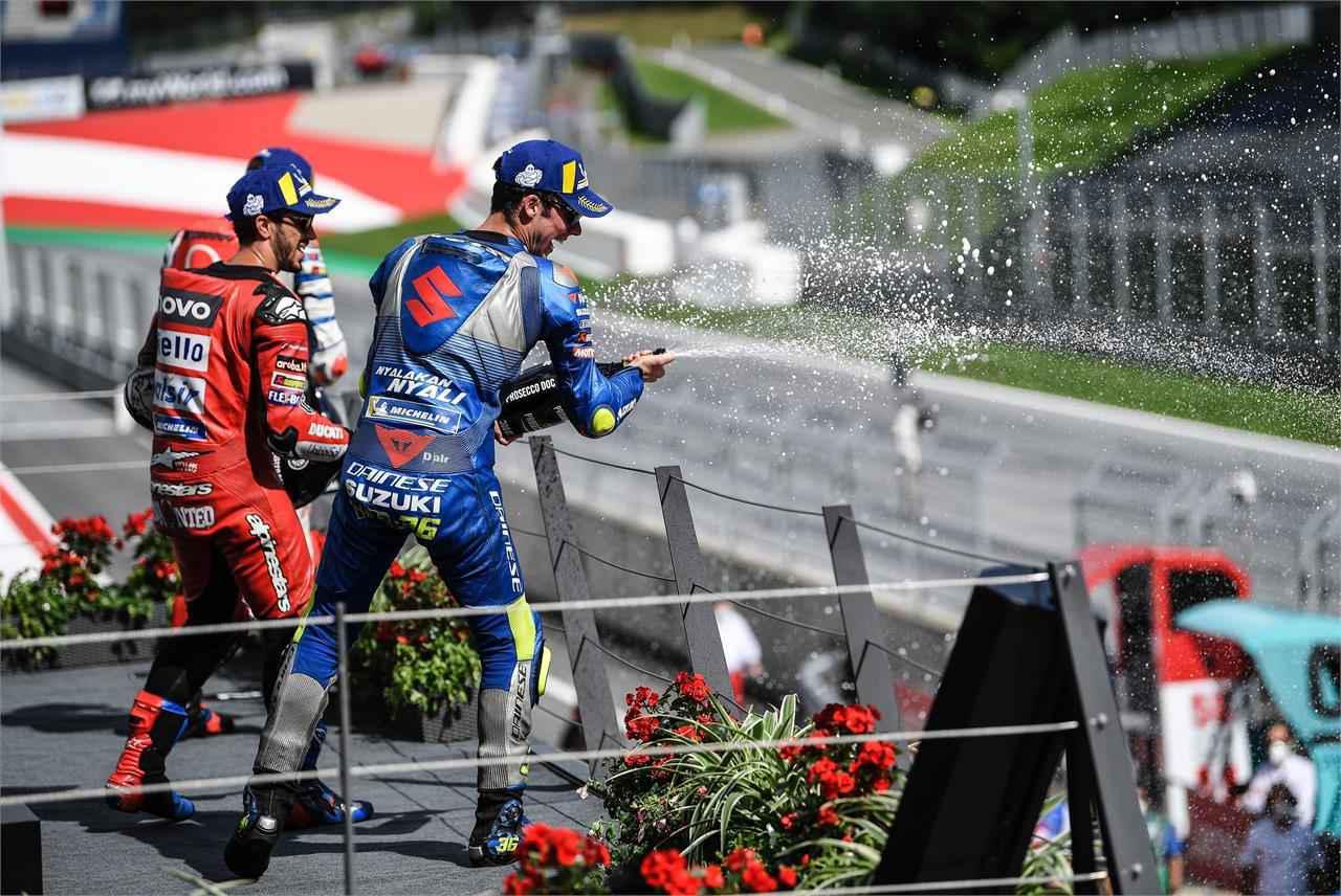 画像: スズキがMotoGPで暴れるレースは見てて面白い