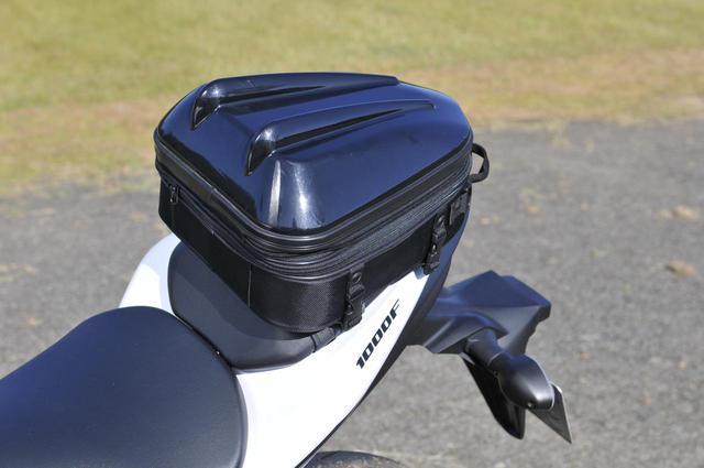 画像3: GSX-S1000Fでいちばん安心なのは小型シートバッグ!