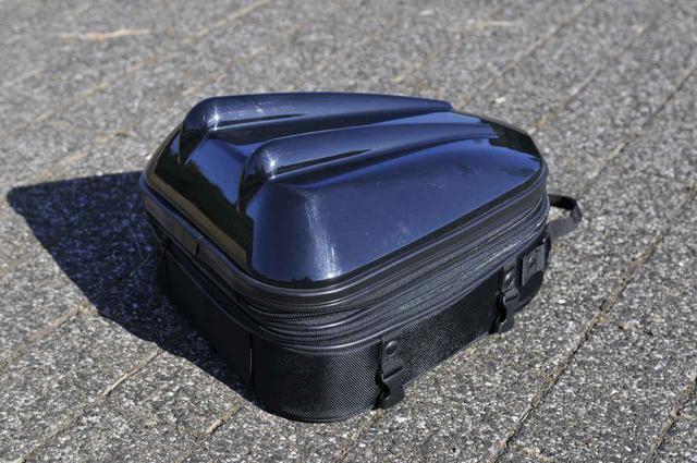 画像1: GSX-S1000Fでいちばん安心なのは小型シートバッグ!