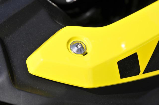 画像2: スズキのバイクのカウルには『謎の穴』が空いている