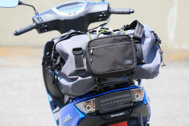 画像: スウィッシュの収納&積載能力が高すぎっ! 原付二種スクーターなのにバイクキャンプもできるかも? - スズキのバイク!