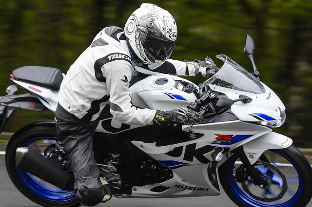 画像1: 125ccバイクはライディングフォームも流れるように