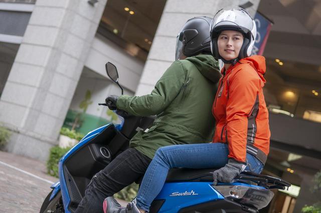 画像: 原付二種スクーターのタンデム性能はいかに? 二人乗りして分かったこと - スズキのバイク!