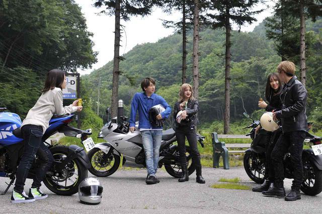 画像2: 実は撮影に潜入していた『スズキのバイク!』の面々