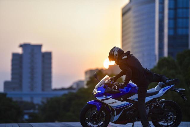 画像1: スズキ『GSX250R』で日の出から日没まで。250ccスポーツバイクでどこまで行けるかやってみた! - スズキのバイク!