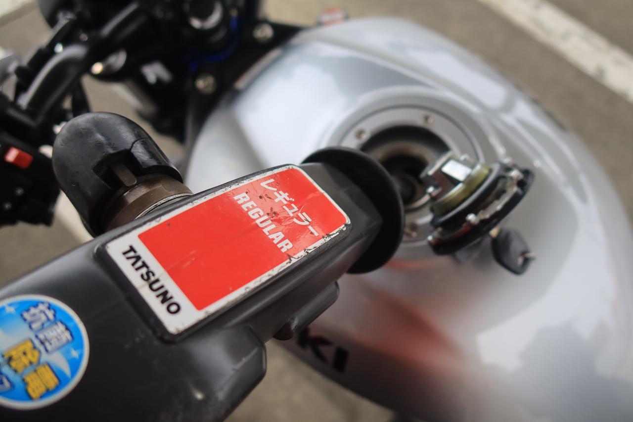 画像1: ④ スリムなのに意外と大きいSV650の燃料タンク