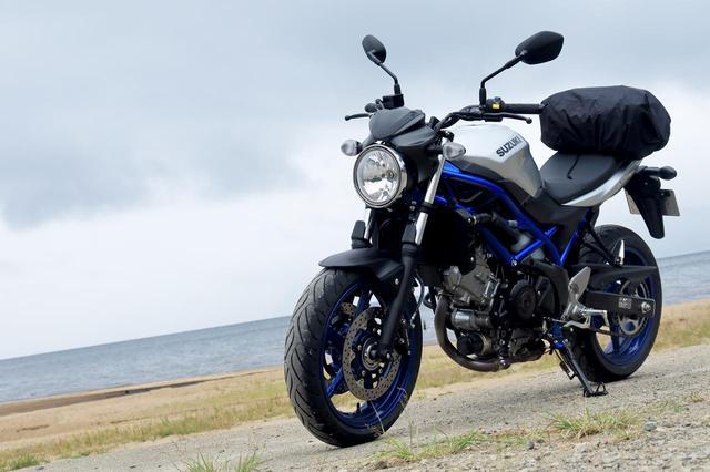 画像: 福島県・猪苗代湖にて。 燃費も大型バイクとしてはそこそこ。20km/L以上で、乗り方で25km/Lも出ます。油種はレギュラーです。