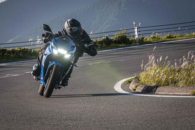 画像2: ジクサー250とジクサーSF250は、コーナリングでは別のバイク