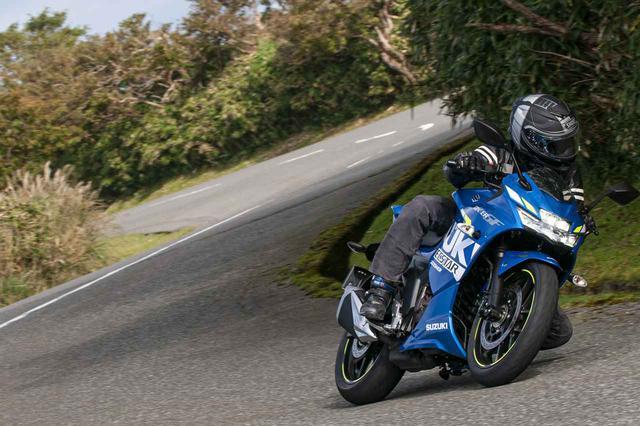 画像: スズキ『ジクサーSF250』の実力は、250ccのスポーツバイクとして思った以上にレベルが高め!? - スズキのバイク!