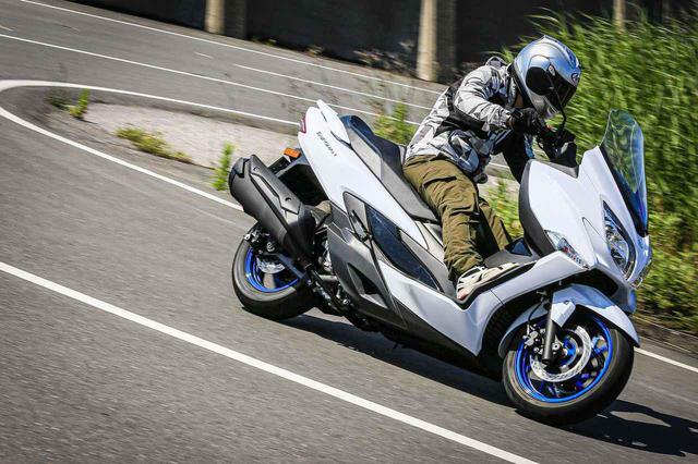 画像: ライバル不在のバーグマン400! 400ccバイクで唯一の『ビッグスクーター』は守備範囲が広すぎです! - スズキのバイク!
