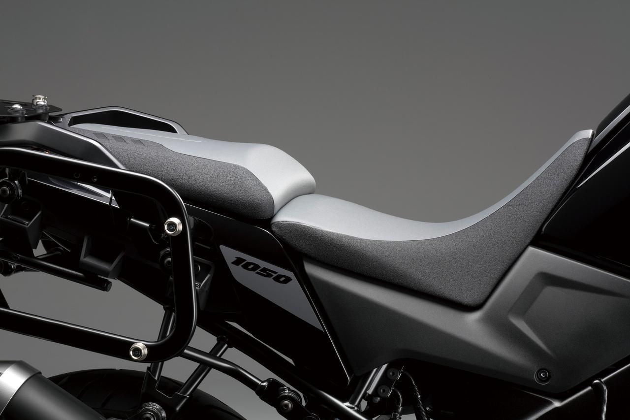 画像: 知ってた? 『Vストローム1050』には、シート高をマイナス30mmできる秘策アリ! - スズキのバイク!