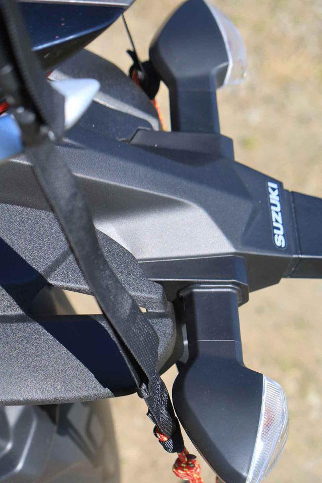 画像5: 『ジクサー150』でキャンプ道具を運ぶ積載方法の一例