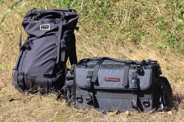 画像3: 『ジクサー150』でキャンプ道具を運ぶ積載方法の一例