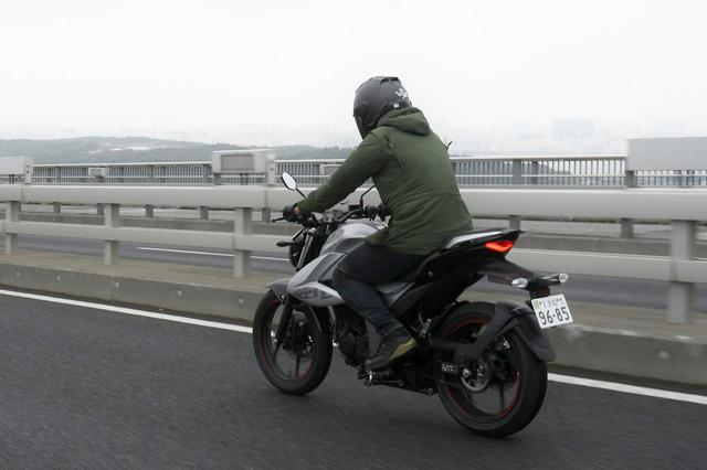 画像2: スズキ『ジクサー150』は荷物を満載にすると走りの特性が大きく変わる!【キャンプツーリングインプレ 高速道路走行編/SUZUKI GIXXER 150】