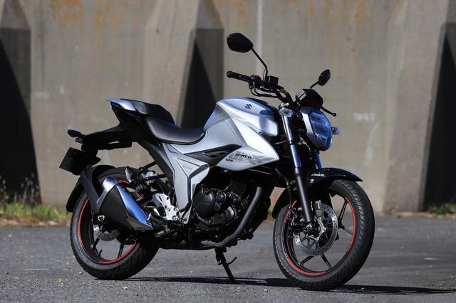 画像: SUZUKI ジクサー150 メーカー希望小売価格:35万2000円(消費税10%込)