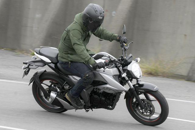 画像1: スズキ『ジクサー150』は荷物を満載にすると走りの特性が大きく変わる!【キャンプツーリングインプレ 高速道路走行編/SUZUKI GIXXER 150】