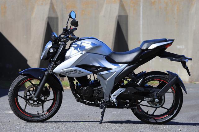 画像: SUZUKI ジクサー150 メーカー希望小売価格:35万2000円
