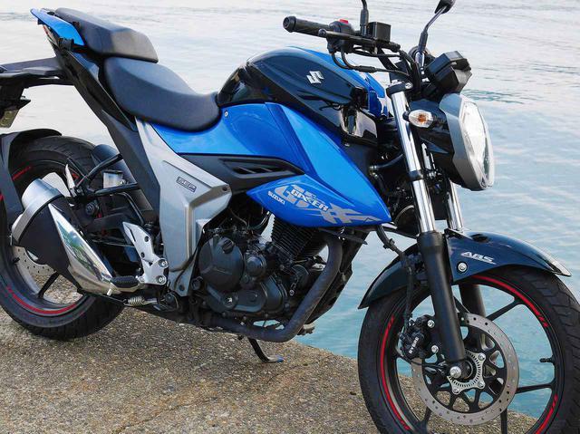 画像: 《コスパ最強》ジクサー150の燃費が明らかに! 足つき性やスペック・装備も詳しく紹介- スズキのバイク!