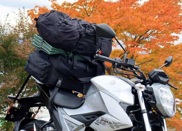 画像: ノーマル状態のスズキ『ジクサー150』でバイクキャンプの大荷物は積めるかな? - スズキのバイク!