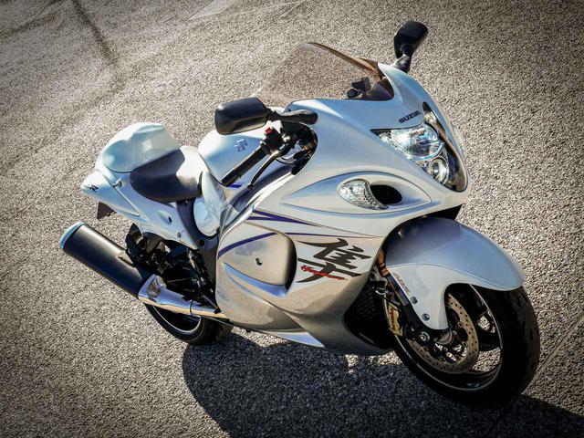 画像: スズキの隼(ハヤブサ)は奇跡みたいなバイクだと思う