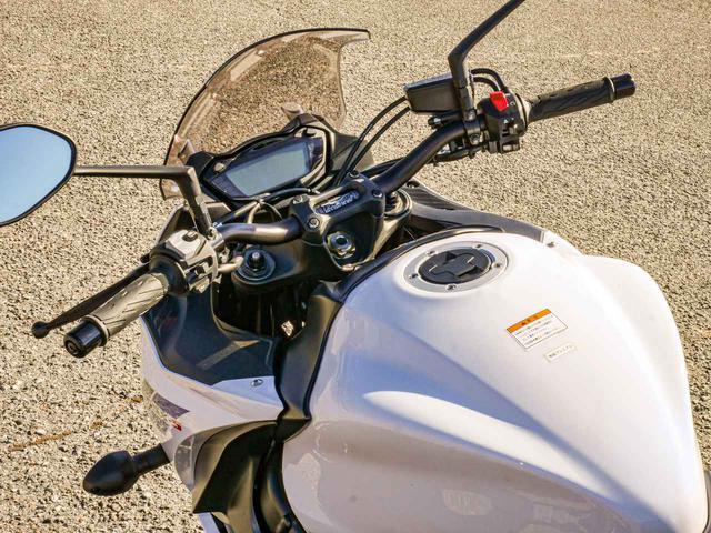画像5: GSX-S1000Fの『パワー』と『軽さ』をライディングポジションで活かす