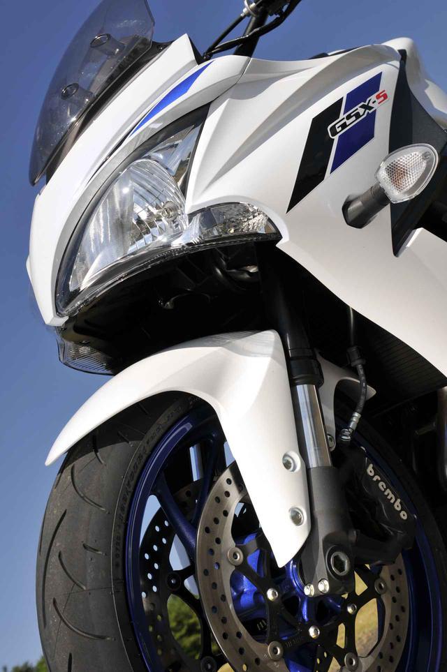 画像: 『GSX-S1000F』の燃費や足つき性は? おすすめポイントや人気の装備、価格やスペックを解説します【スズキのバイク!の新車図鑑▶大型バイク編/SUZUKI GSX-S1000F(2020)】