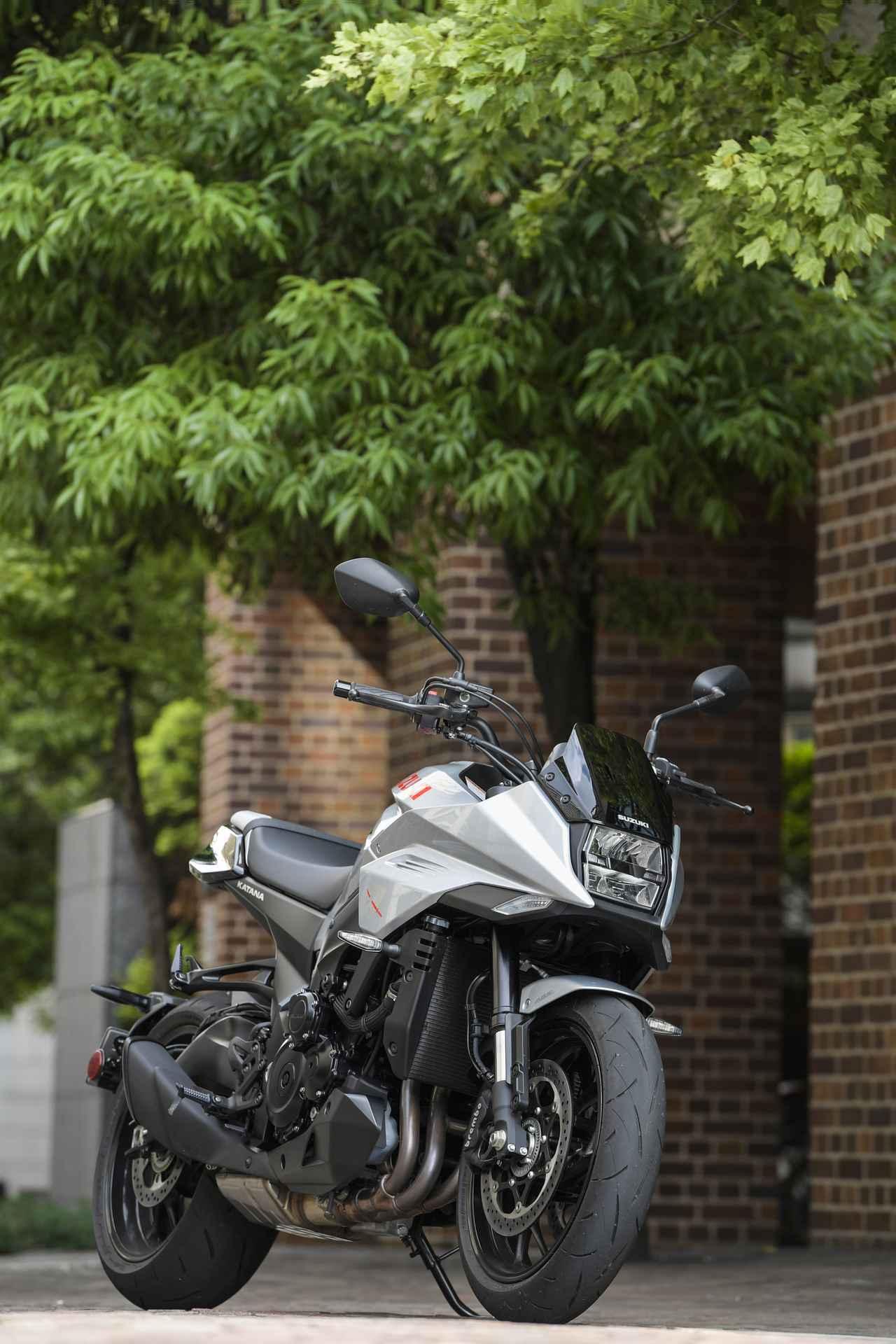 """画像: 令和の『KATANA』と伝説の""""スズキのカタナ""""は同じラインを走っているか? - スズキのバイク!"""