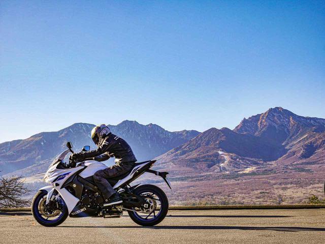 画像: 【カンタン5分】車載工具だけでスズキ『GSX-S1000F』が快適バイクに変身した!? - スズキのバイク!