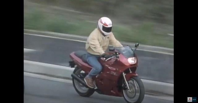 画像2: タンクにヘルメットが入るのが画期的だった250ccバイク!