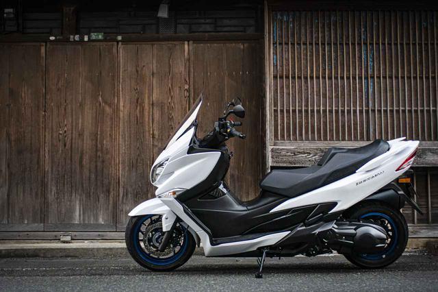 画像: ツーリングバイクの旅ロマンを『バーグマン400』は実力でねじ伏せる