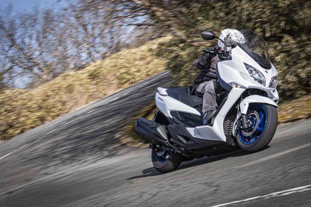 画像2: 400ccの加速力を最大限に活かす走りを