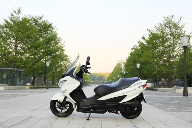 画像: スズキ『バーグマン200』の燃費は? 最強クラスの足つき性と便利&快適が山盛り!【SUZKI BURGMAN200 試乗インプレ解説編】 - スズキのバイク!- 新車情報や最新ニュースをお届けします
