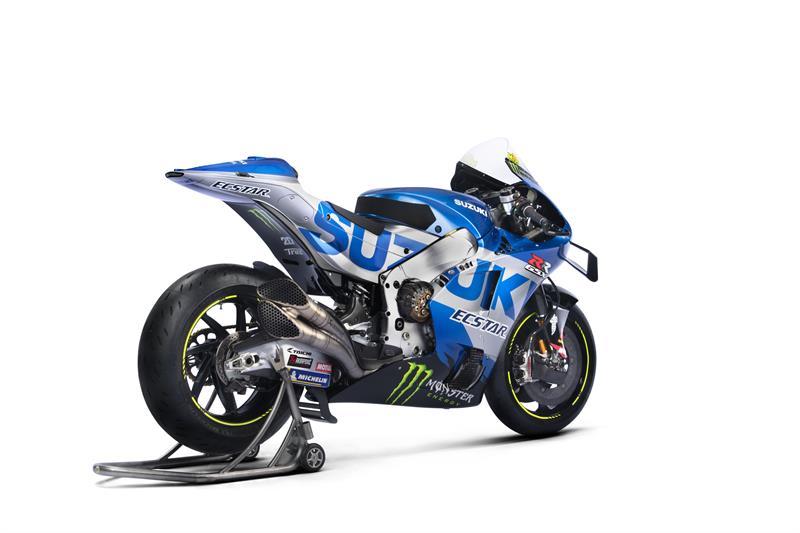 Images : 3番目の画像 - 「最高出力240馬力以上! スズキがモンスターエナジーとタッグを組んだ新型『GSX-RR』を初公開。全方位じっくりお見せします!【100%スズキ贔屓のバイクレース⑭/MotoGP 2021】」のアルバム - webオートバイ