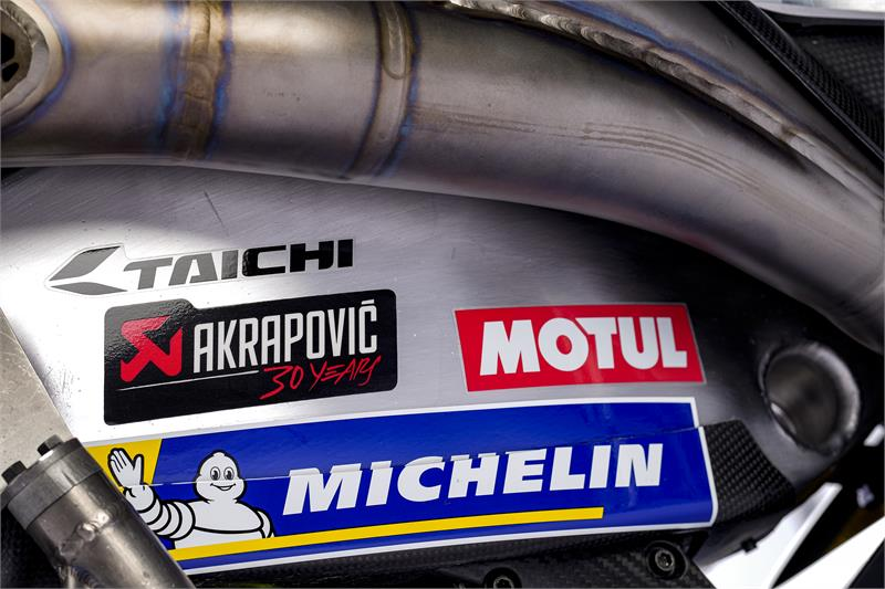 Images : 9番目の画像 - 「最高出力240馬力以上! スズキがモンスターエナジーとタッグを組んだ新型『GSX-RR』を初公開。全方位じっくりお見せします!【100%スズキ贔屓のバイクレース⑭/MotoGP 2021】」のアルバム - webオートバイ