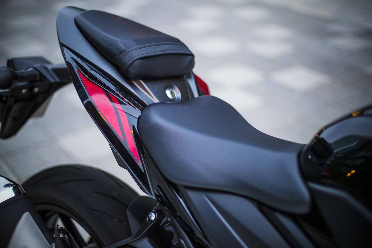 画像1: ガチのスポーツバイクなのに、なぜか街乗りも快適なGSX-S750