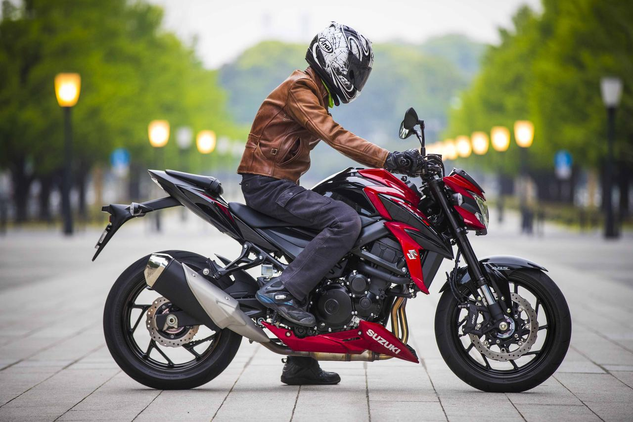 画像2: ガチのスポーツバイクなのに、なぜか街乗りも快適なGSX-S750