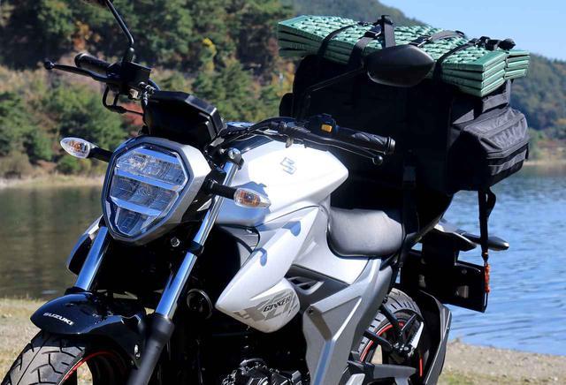 画像: スズキ『ジクサー150』は荷物を満載にすると走りの特性が大きく変わる! - スズキのバイク!