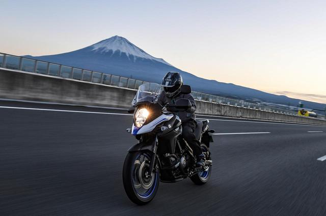 画像: 【高速道路無双】スズキ『Vストローム650 XT』は異次元すぎる。200万円レベルの高級アドベンチャーにも負けてない! - スズキのバイク!