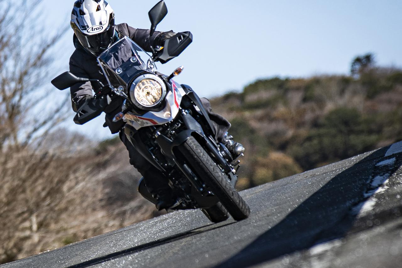 画像: 下道ツーリング最強の250ccバイク! 時速30km台でも気持ちよく走れるのが『Vストローム250』最大の美点かも? - スズキのバイク!