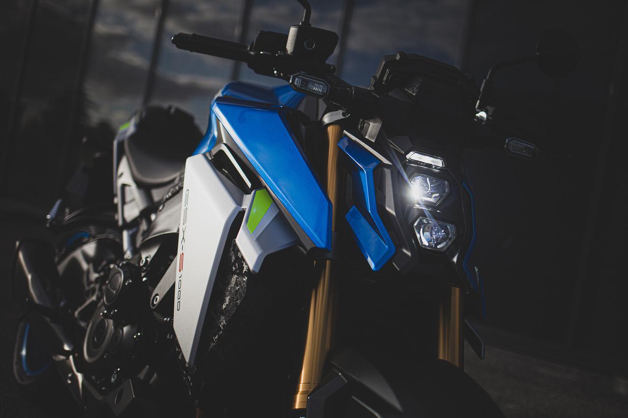 """画像: 【新型公開】スズキ『GSX-S1000』に衝撃! デザインの""""兵器感""""がハンパじゃない!? - スズキのバイク!"""