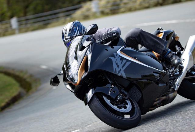 画像: 190馬力なのにコーナー自在!? 新型『隼』なら大型バイク初心者にもおすすめできる!と思った理由 - スズキのバイク!
