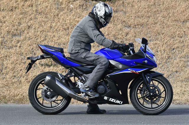 画像1: スズキの250ccバイク『GSX250R』はフルカウルなのにネイキッドみたいに運転しやすい!【SUZUKI GSX250R 試乗インプレ/レビュー 中編】