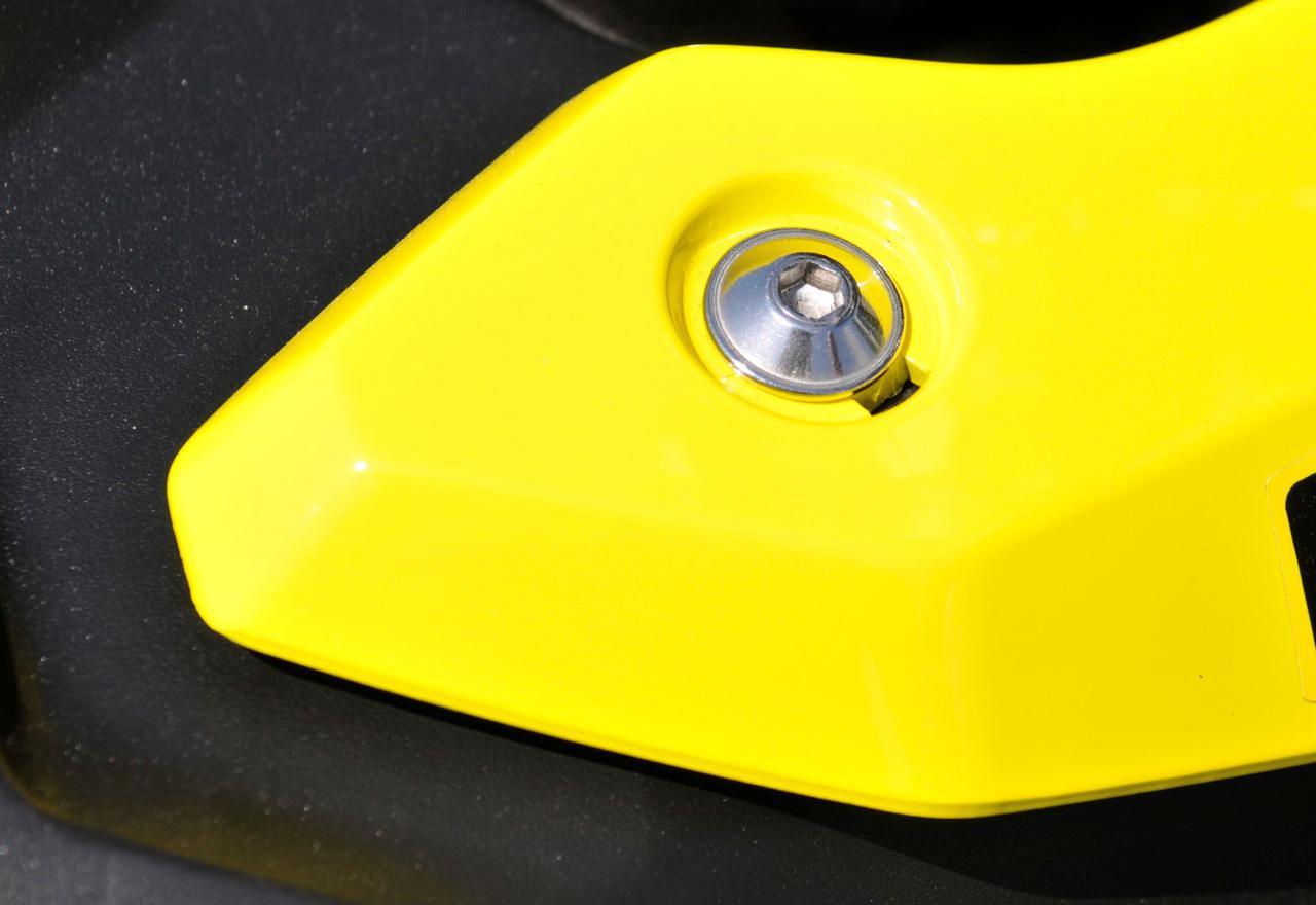 画像: 【クイズ】スズキのバイクにある『謎の穴』の正体は? - スズキのバイク!
