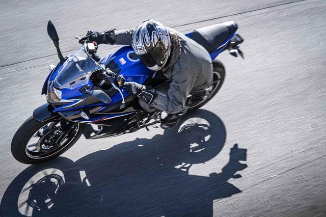 画像: はじめヒラリ、後はどっしり。GSX250Rは『自由な気持ち』で走りを楽しむバイクです! - スズキのバイク!