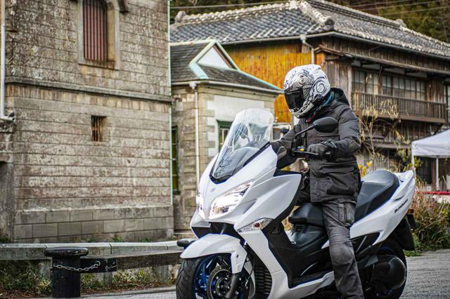 画像: ツーリングでいちばん面倒な荷物問題が『バーグマン400』には存在しない! その素晴らしさ、旅好きライダーならわかるはず。 - スズキのバイク!
